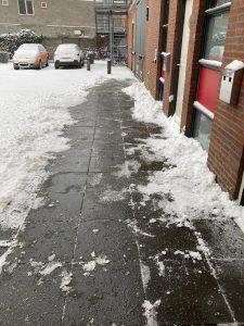 2021-02-07, sneeuw help je mee opruimen 2 - deBergen5.nl
